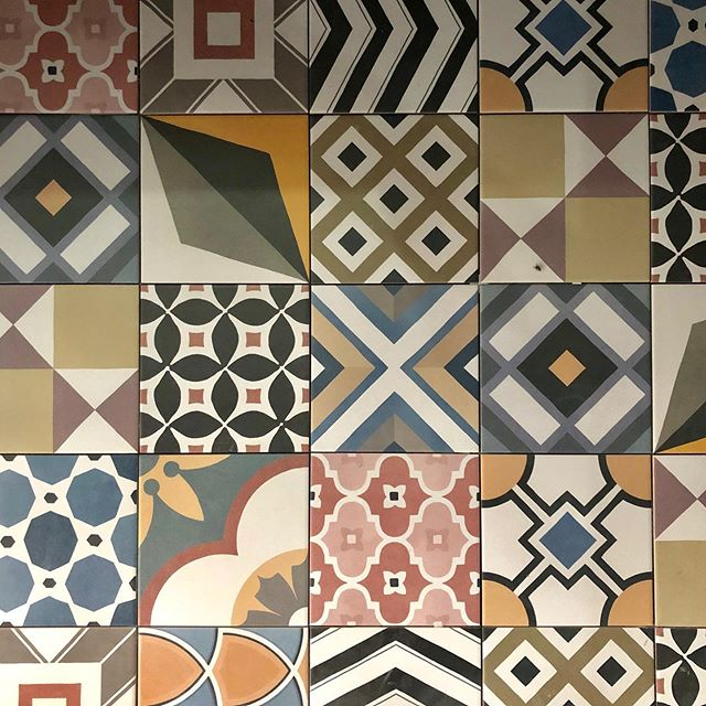 Patchwork imitation carreaux ciments pour @stephaneplazaimmobilierlattes . . . . . . . . . . . . . . . . . . #renovation #renovationideas #inspiration #architecture #archilovers #design #home #homedecor #art #modern #love #graphicdesign #photooftheday #interiordesign #recycled #custom #furniture #lifestyle #ideas #renovationagency #decorate #avantapres #beforeafter #instadaily #construction  #montpellier #decoration #innovation #renovationmaison #carreauxdeciment