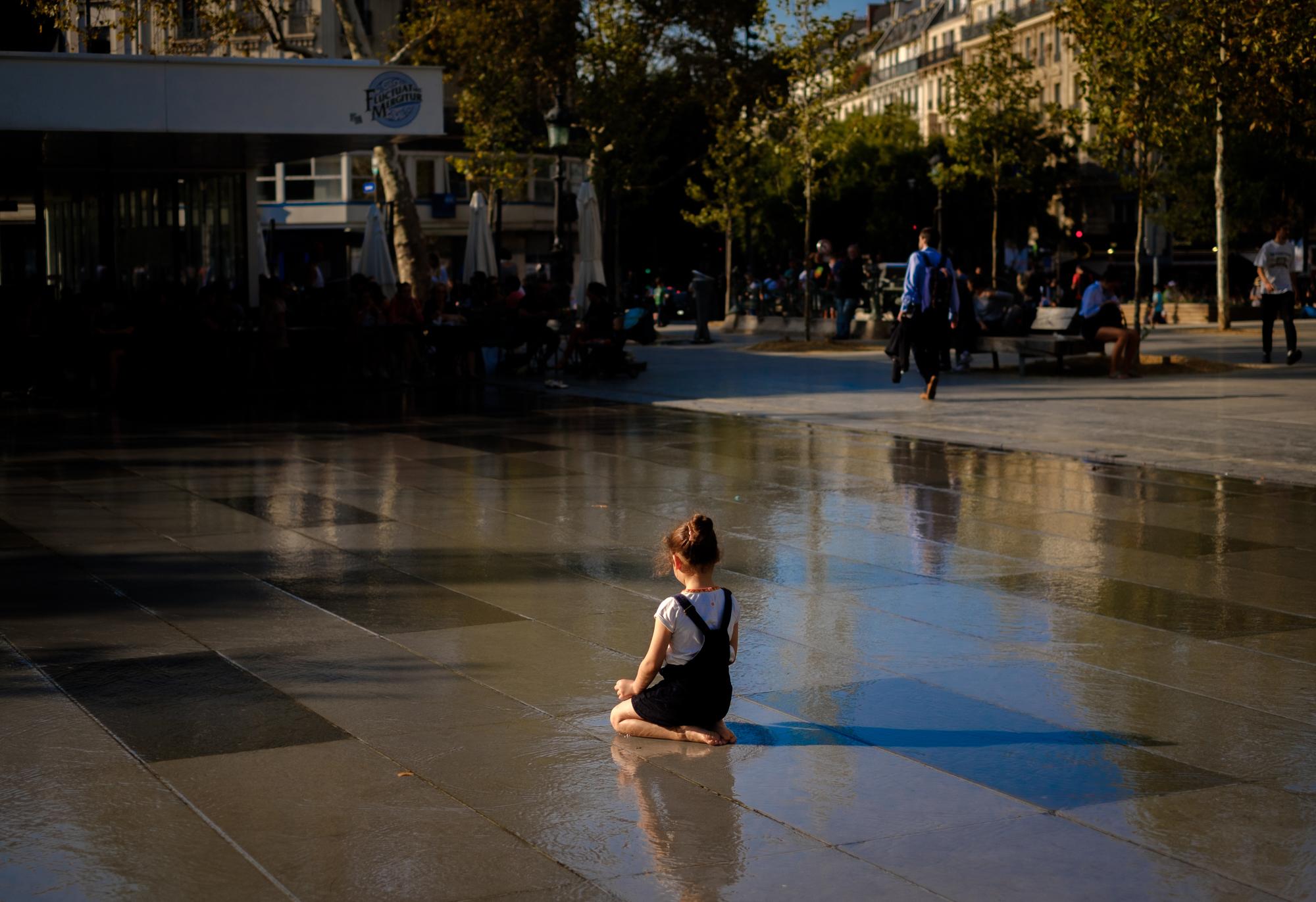 Cooling off in Place de la République