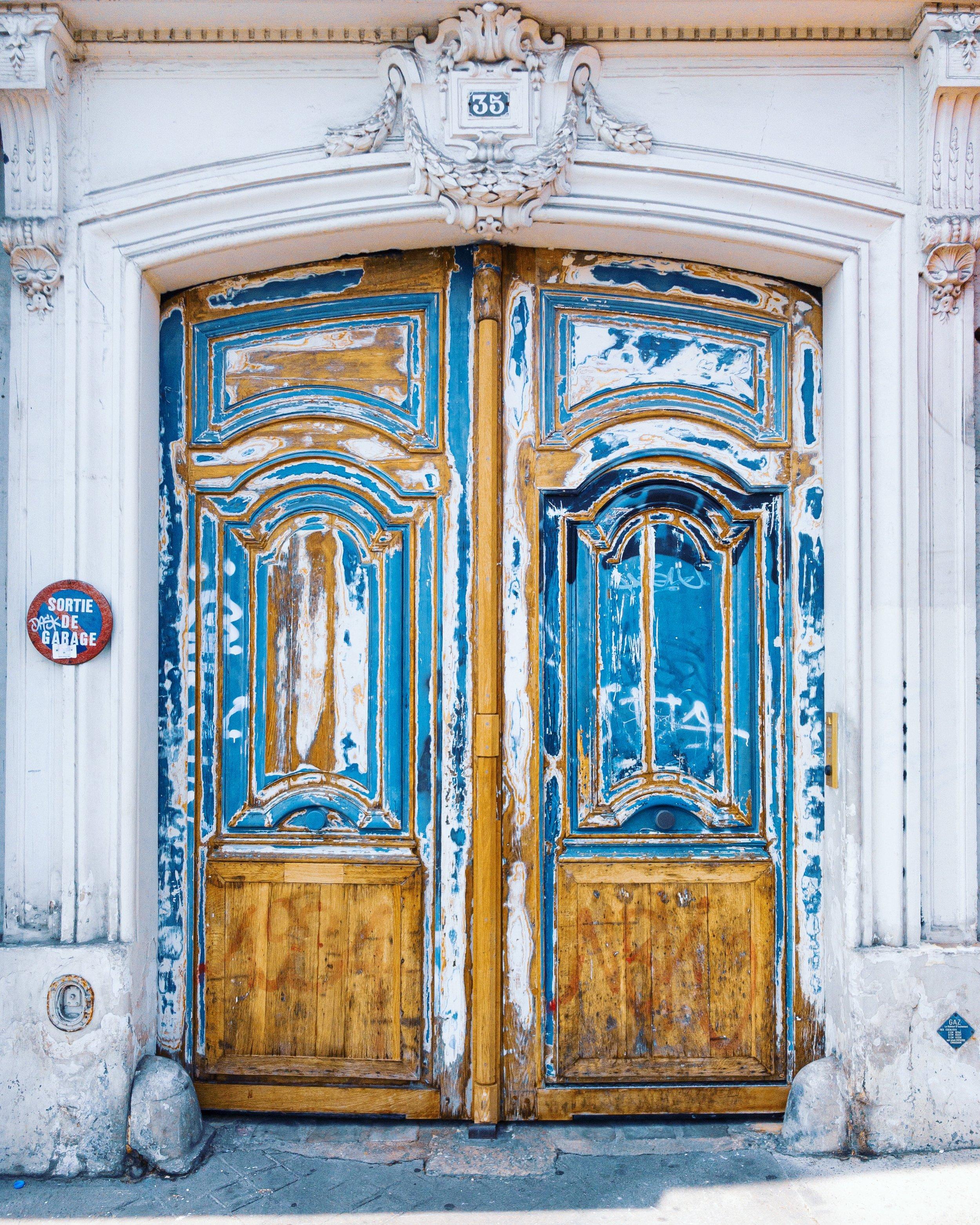 Paint peeling on Rue Grange aux Belles