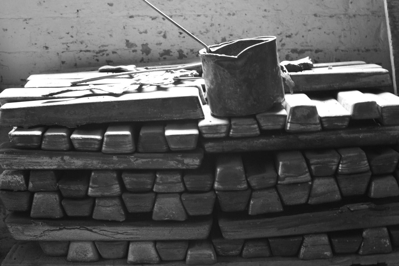 bronze-ingots-foundry-fine-art-casting-gillick-web.jpg