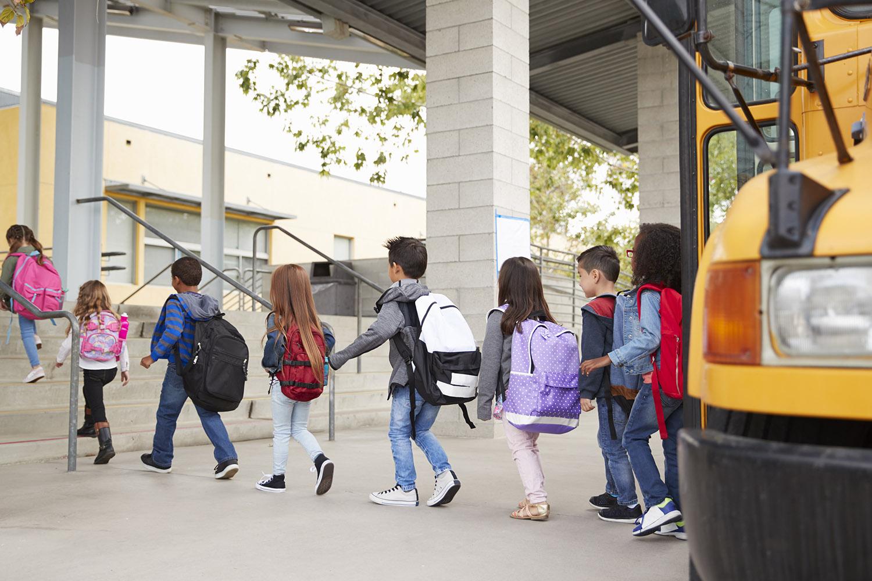 elementary-school-kids-arrive-at-school-from-the-NKXWB2P.jpg
