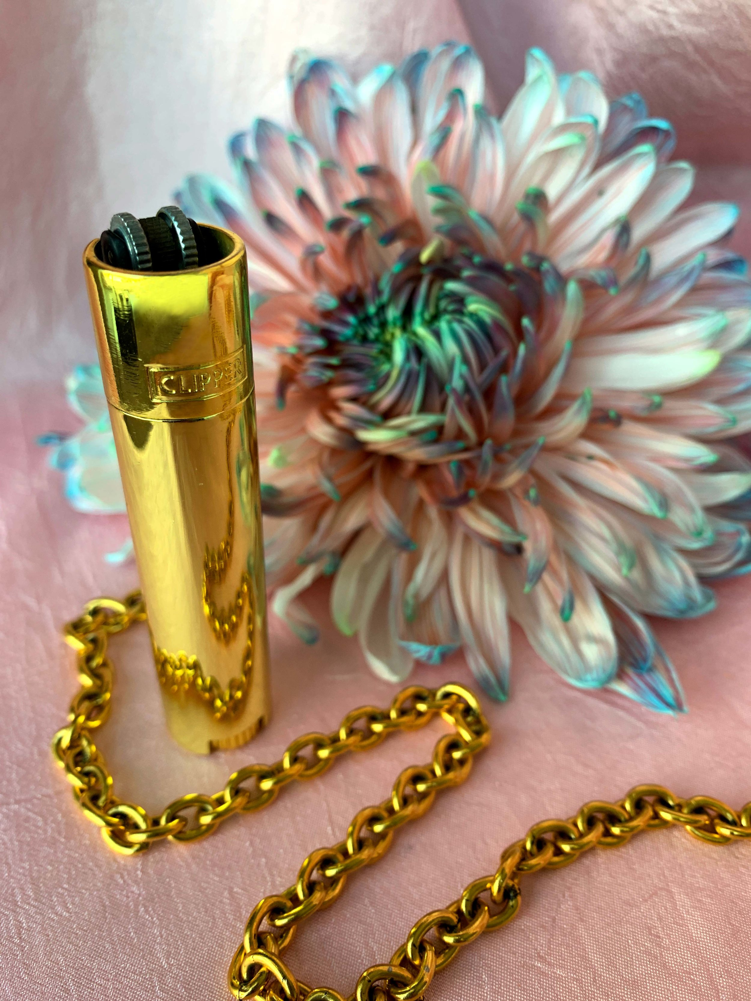 The Large Metal Clipper Lighter in gold