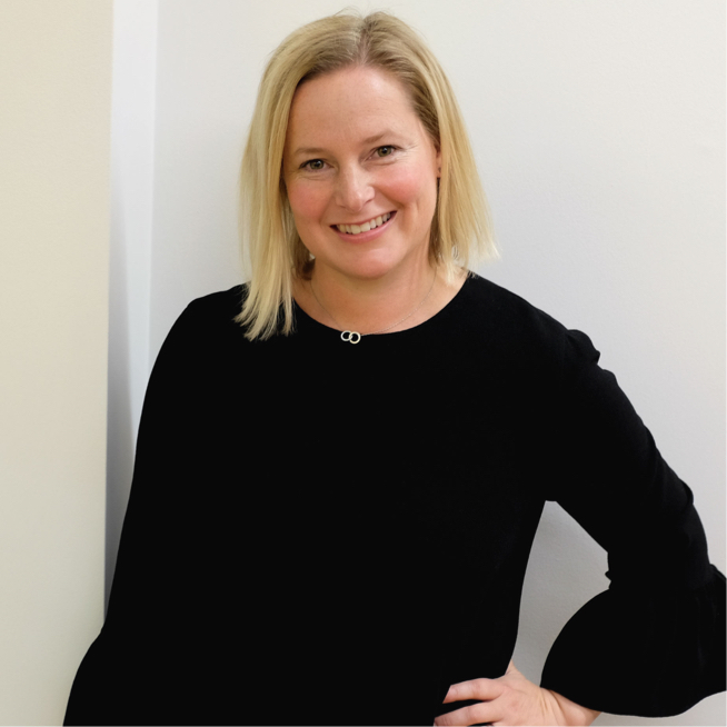 ANNA - Anna is an inspirational and experienced coach who is passionate about helping women to achieve their potential at work. Encouraging and solutions-focused, she combines psychological insight with her skills as a trained commercial negotiator.Industry Specialisms: FMCG, Energy, Financial Services, Consulting, Law