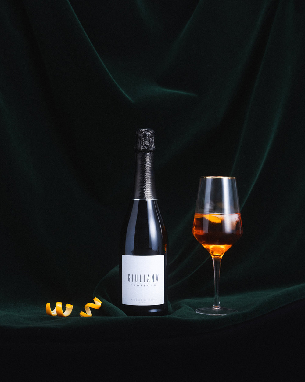 Can't pass up #WineWednesday, so pass the #GiulianaProsecco and make this spirited Harvest Spritz. It's the perfect cocktail to start off your holiday season!