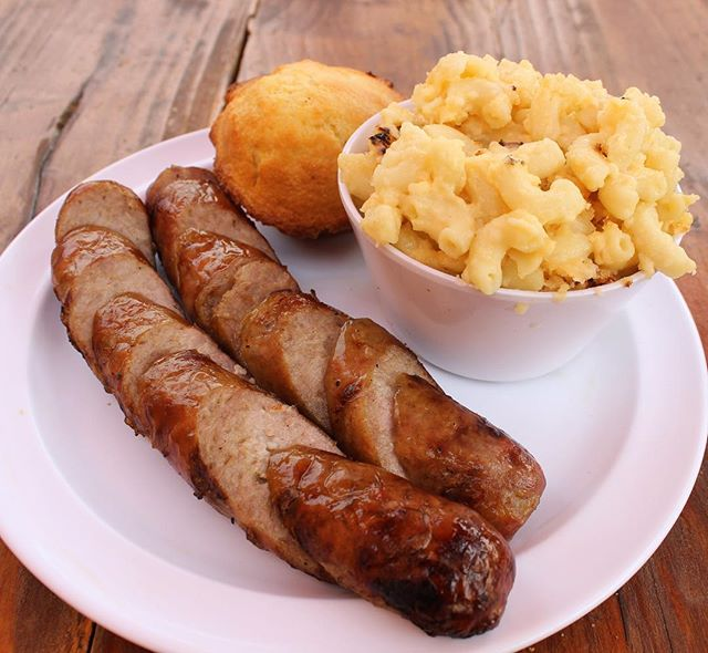 Smoked Links with a side of mac & cheese and cornbread is a match made in heaven. Amiright?