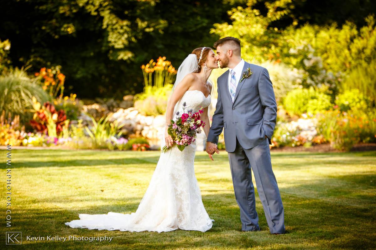 farmington-gardens-wedding-hillstead-museum-2020.jpg