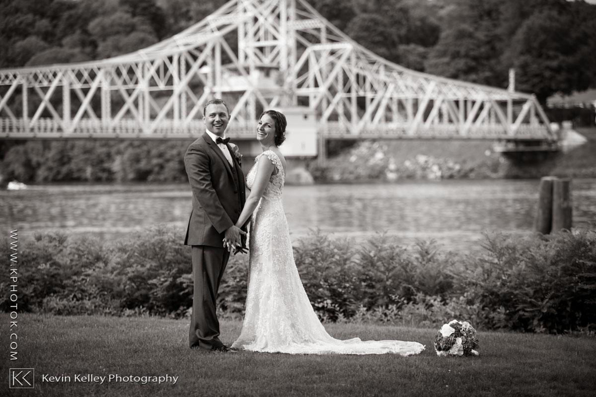 Riverhouse-at-goodspeed-station-wedding-2044.jpg