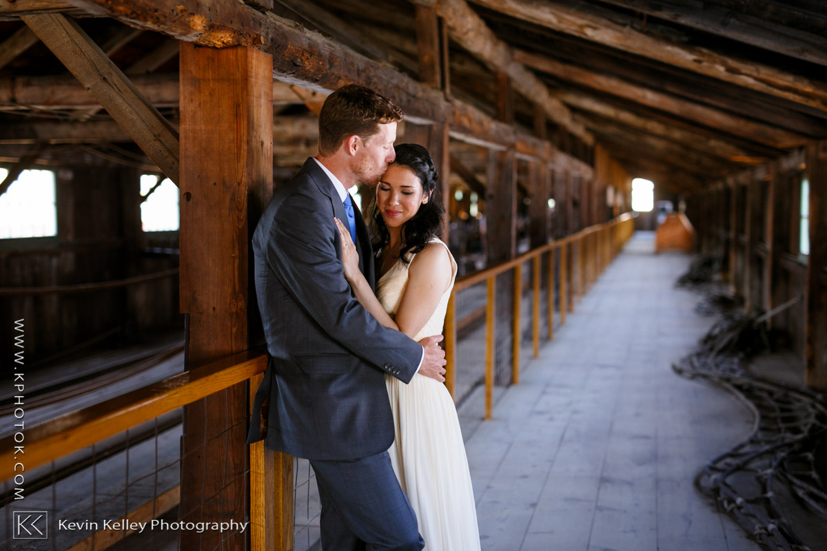 mystic-seaport-boat-shed-wedding-photos-2007.jpg