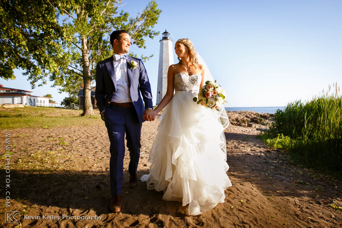 Lighthouse-point-park-wedding-allison-matthew-2011.jpg