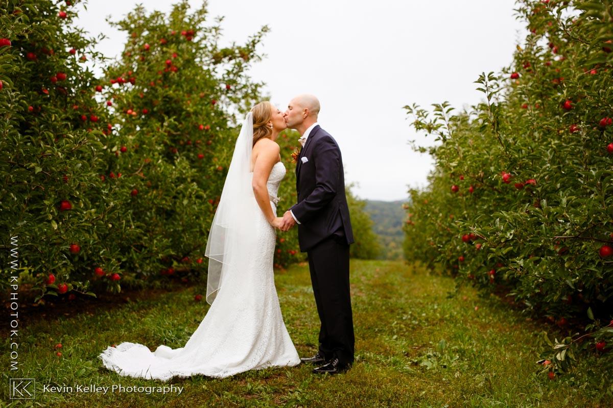 lyman-orchard-wedding-middlefield-ct-2017.jpg