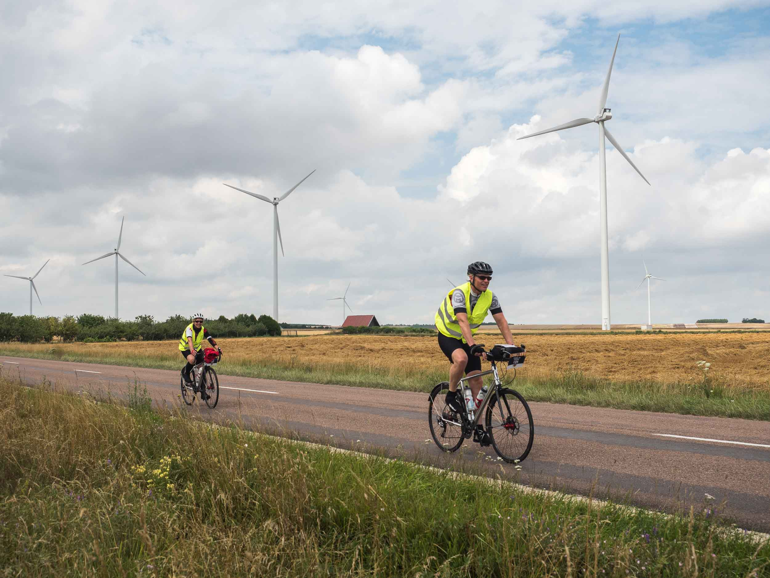 tda-cycling-paris-freiburg-wind-turbines.jpg