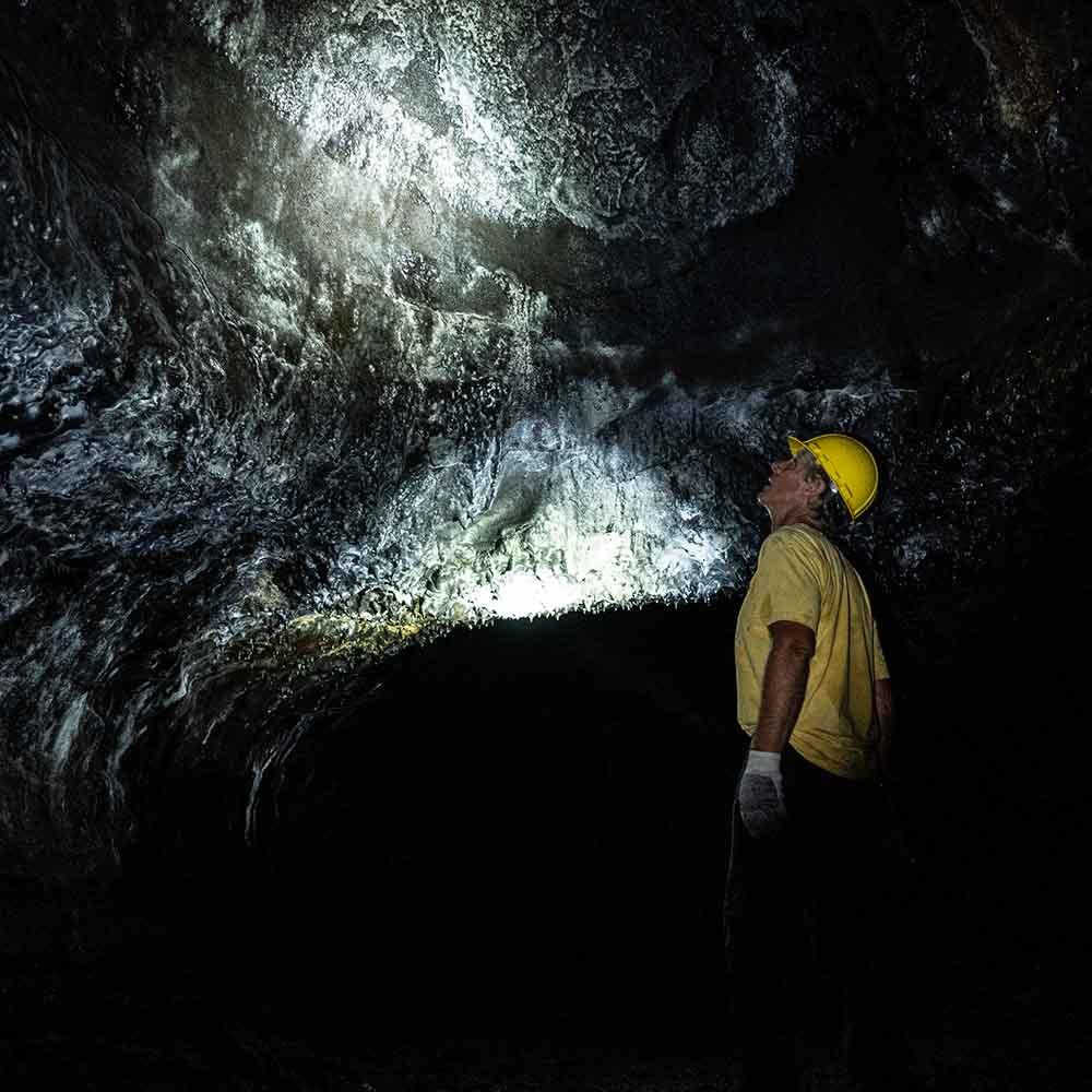 Kazumura-Cave-Tunnel-Torch-Wall.jpg