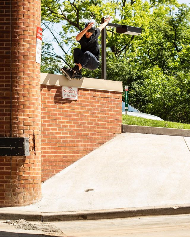 @garlinghouse bumping up to soul and spotting a mute 180 into the bank 📸 @mike.lufholm  #thecrowvideo