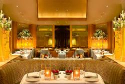 Gary Danko  「・」 Renowned chef Gary Danko's fixed-price menus of American cuisine in an elegant setting.