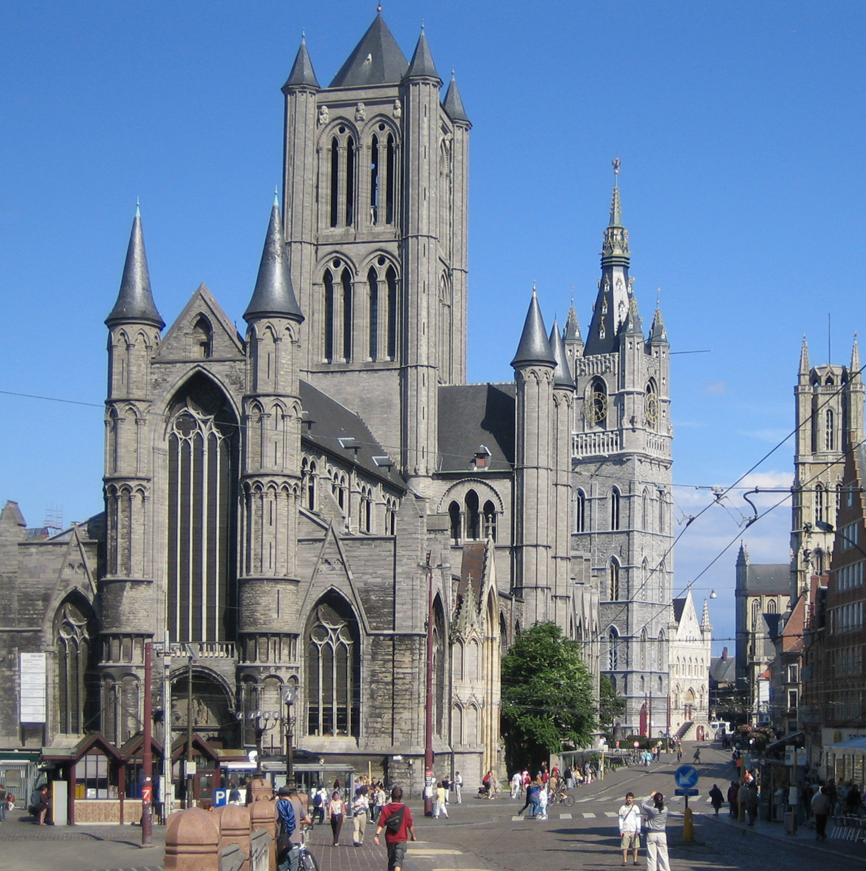 St-Nicolas church, belfry and St. Bavo's cathedral - By  Jiel Beaumadier  -  Source