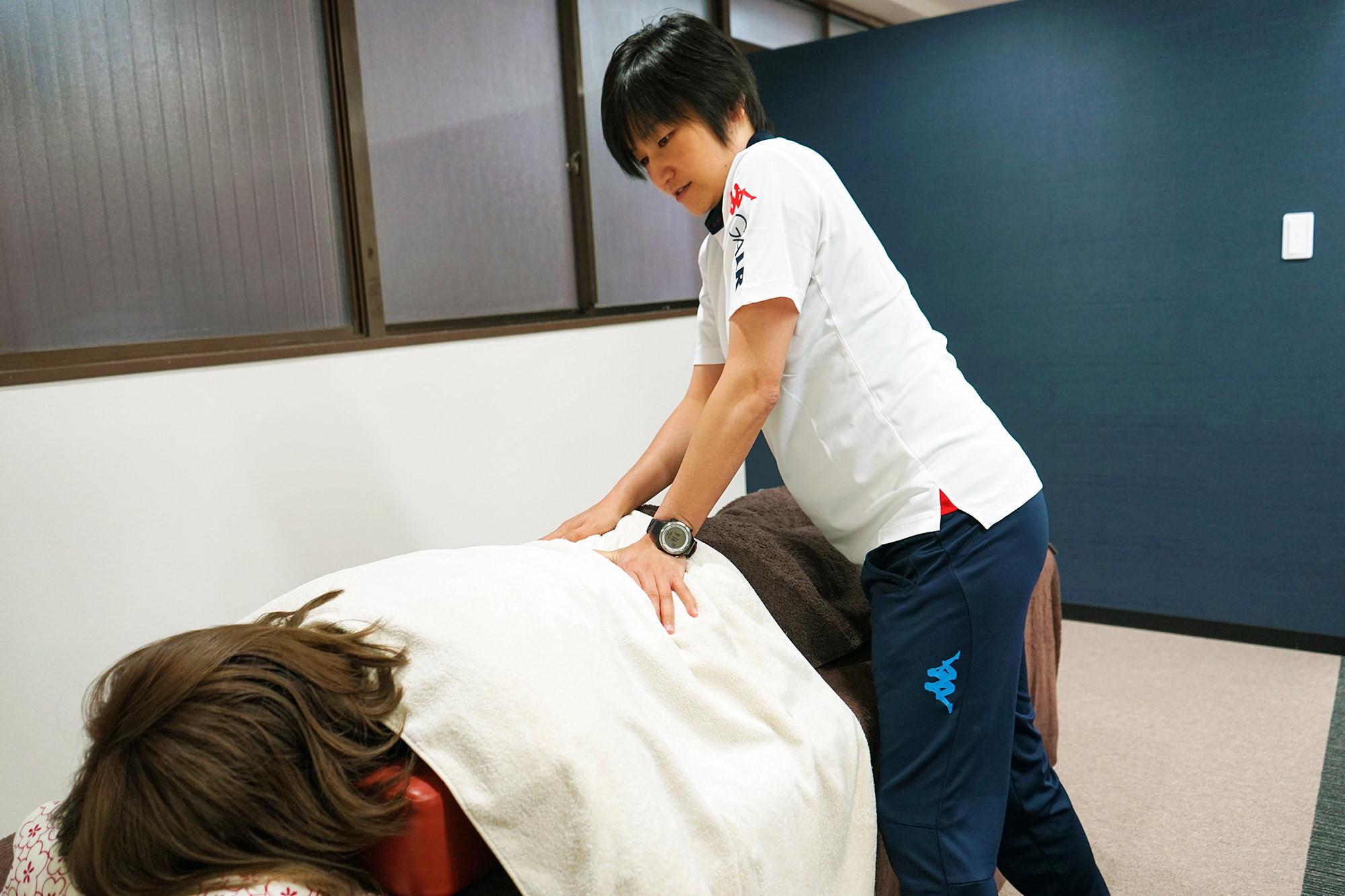 4.治療・トレーニング - 評価に応じて必要な治療やトレーニングを行っていきます。お着替えやトレーニング用の靴をご持参ください。
