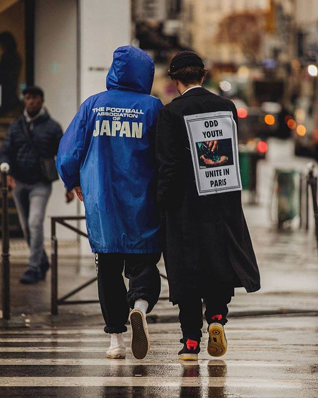 Back patches and graphic prints are always the right choice fam 👌 Loving these stand-out fits straight outta Paris & London Fashion Week...the graphics alone were put together with such thought and care by the designers because they wanted these pieces to do nothing but turn heads 👀 Fitting photo for a rainy NYC night like tonight too 🌧 #TheTrillWay  • • • • • #streetwear #streetfashion #fashionweek #fashionshow #uk #france #newyorkcity #menswear #thisislondon #manhattan #parisjetaime #fashionable #fashionstyle #londonlife #igerslondon #igersparis #outfitoftheday #fashionblog #england #brooklyn #fashiondesigner #fashiondiaries #fashiongram #nyfw #visitlondon #ny #topparisphoto #lookbook #fashiondesign
