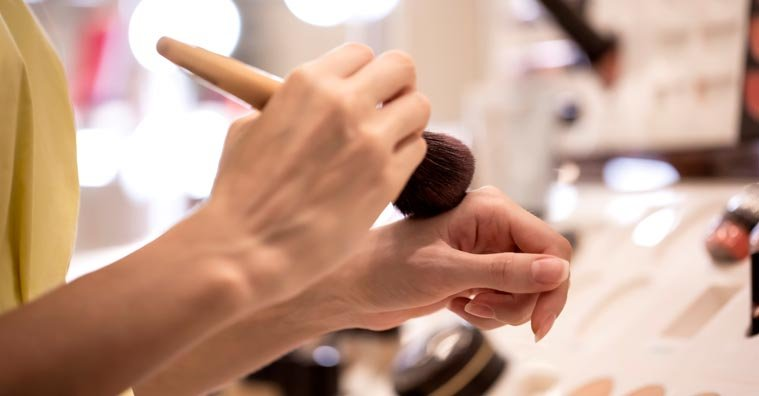 Best Eczema-Friendly Makeup: A Detailed Expert Buying Guide