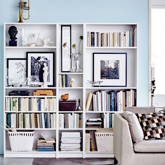 bookshelf-varying-heights-3.jpg