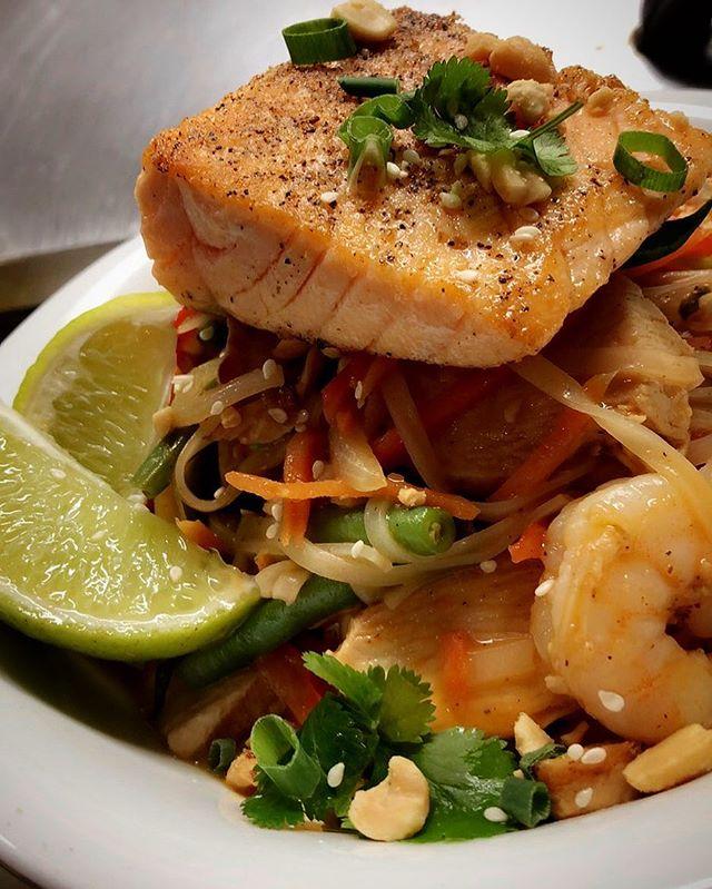 •Seared Salmon n' Shrimp Pad Thai•  #fargobarandgrill #innsofaurora #upstatefoodie #flxfood #aurorany #asianfusionfood #thaifood
