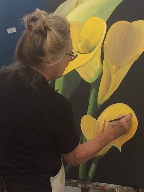Blackheath, NSW - In this one-day workshop, Tracey will guide you step by step through the process of creating a stunning floral painting, focusing in close-up on each bloom and expanding it to fill the whole canvas.The workshop is both an exercise in close observation, which is itself a valuable skill for any artist, and in learning to work boldly both in size and colour.Saturday 4 May 201910.00 am to 4.00 pmFee $55*Non-member fee: $90Closing date: Friday 19 April 2019Enrol HERE