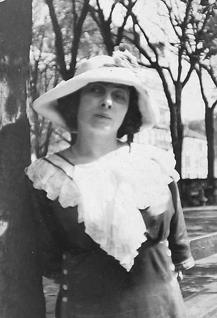 Jacqueline Marval, Paris, 1912
