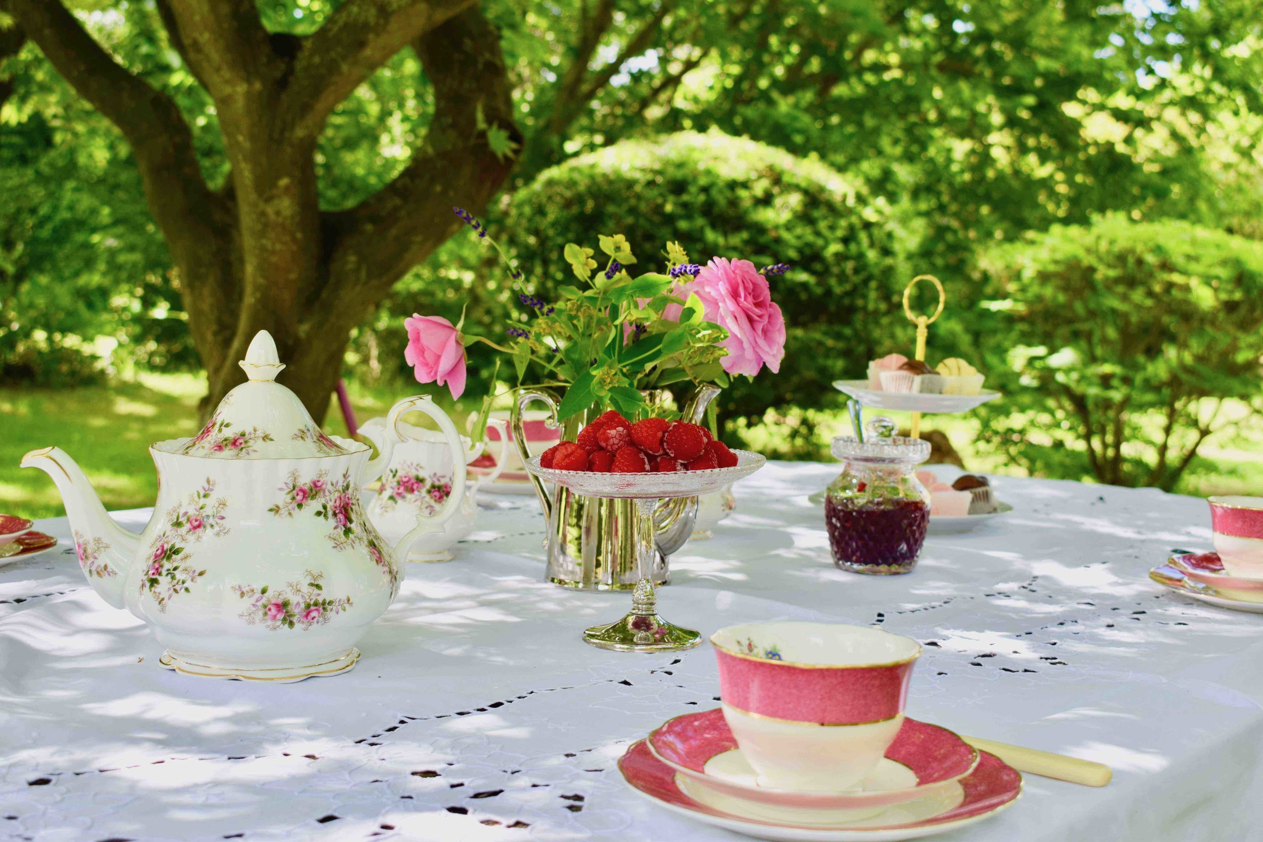 Tea with All Your Friends - Vintage china hire for 10 people, perfect for special birthday celebrations!