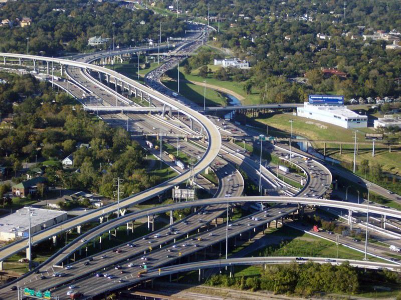Houston's Katy Freeway - Photo: Dhanix at the English language Wikipedia [CC BY-SA 3.0 (http://creativecommons.org/licenses/by-sa/3.0/)]