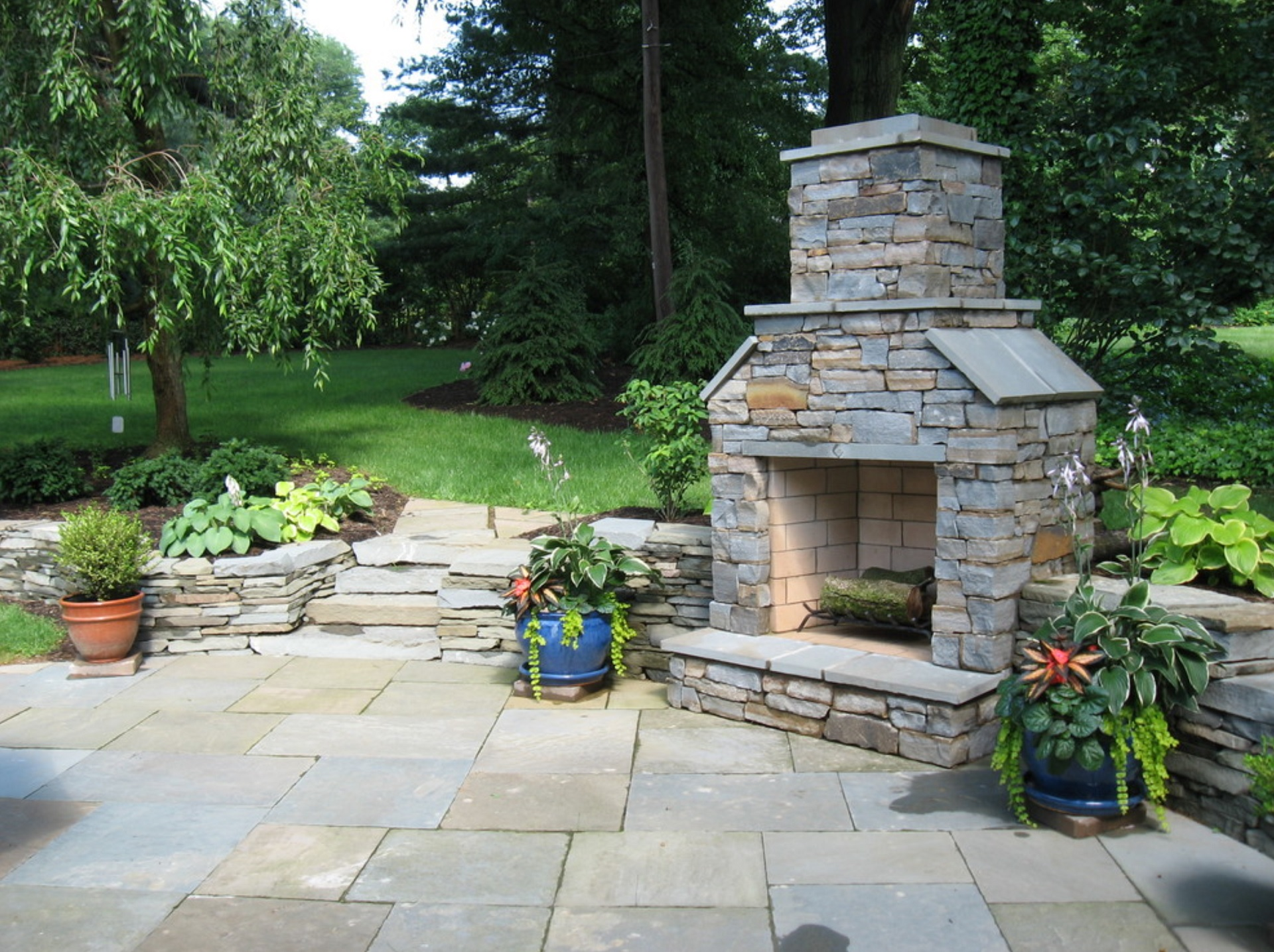 Lititz, PA outdoor fireplace and flagstone patio