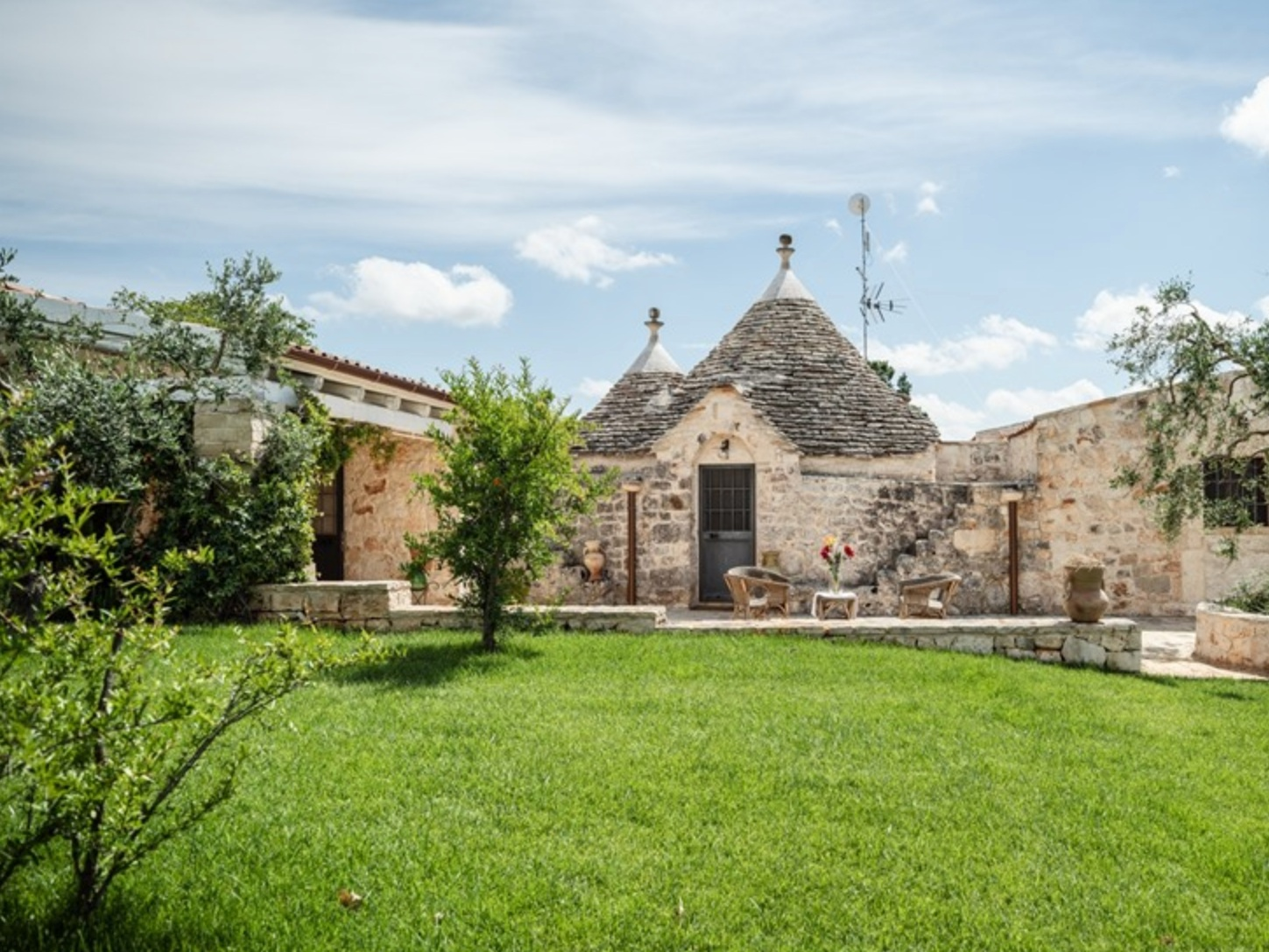 BEAUTIFUL TRULLO - CASTELLANA GROTTE - 3 BEDROOMS - 2 BATHWEEKLY PRICE FROM €1,105