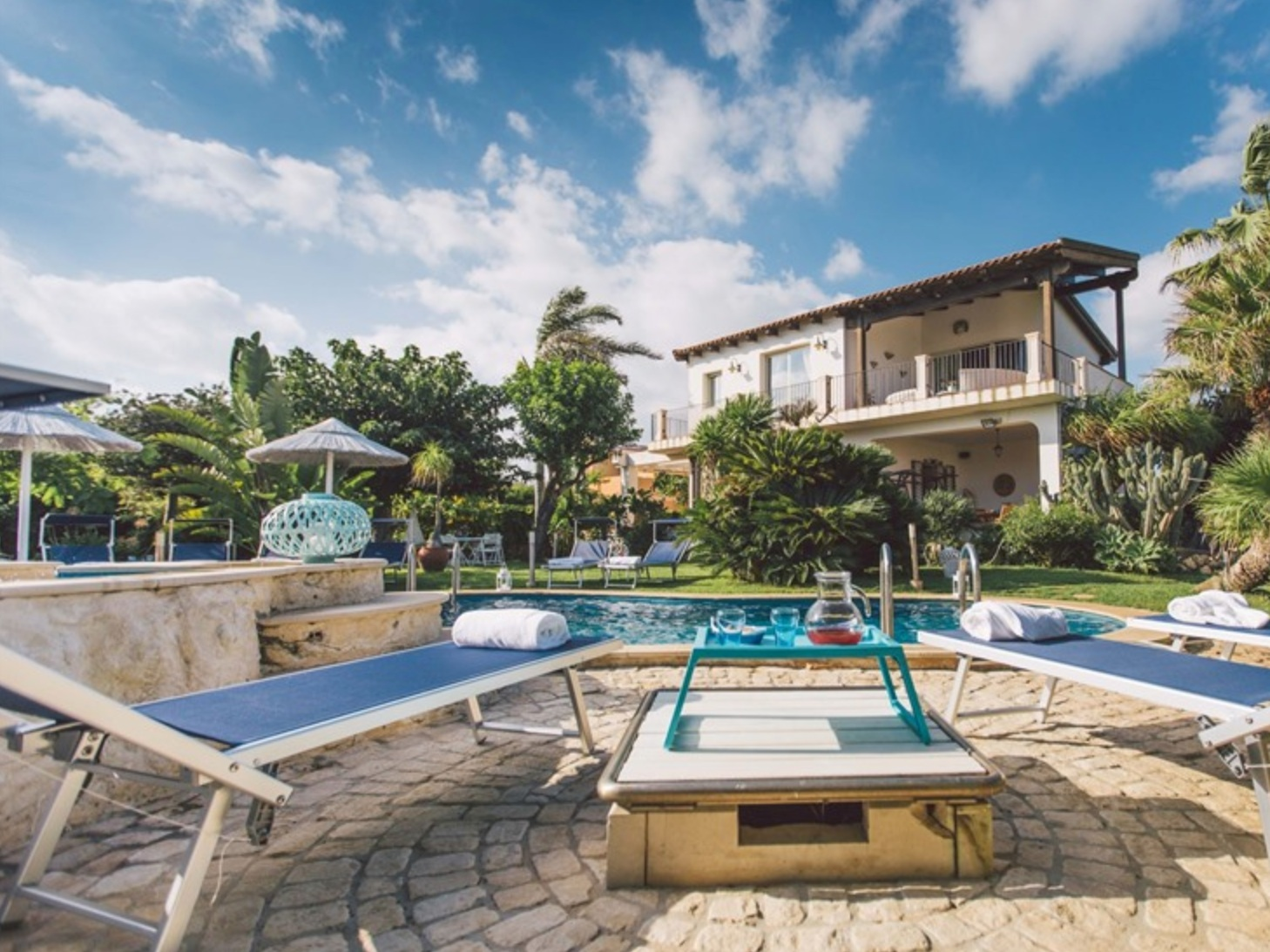 VILLA BY THE SEA - RAGUSA - 5 BEDROOMS - 3 BATHWEEKLY PRICE FROM €1,531