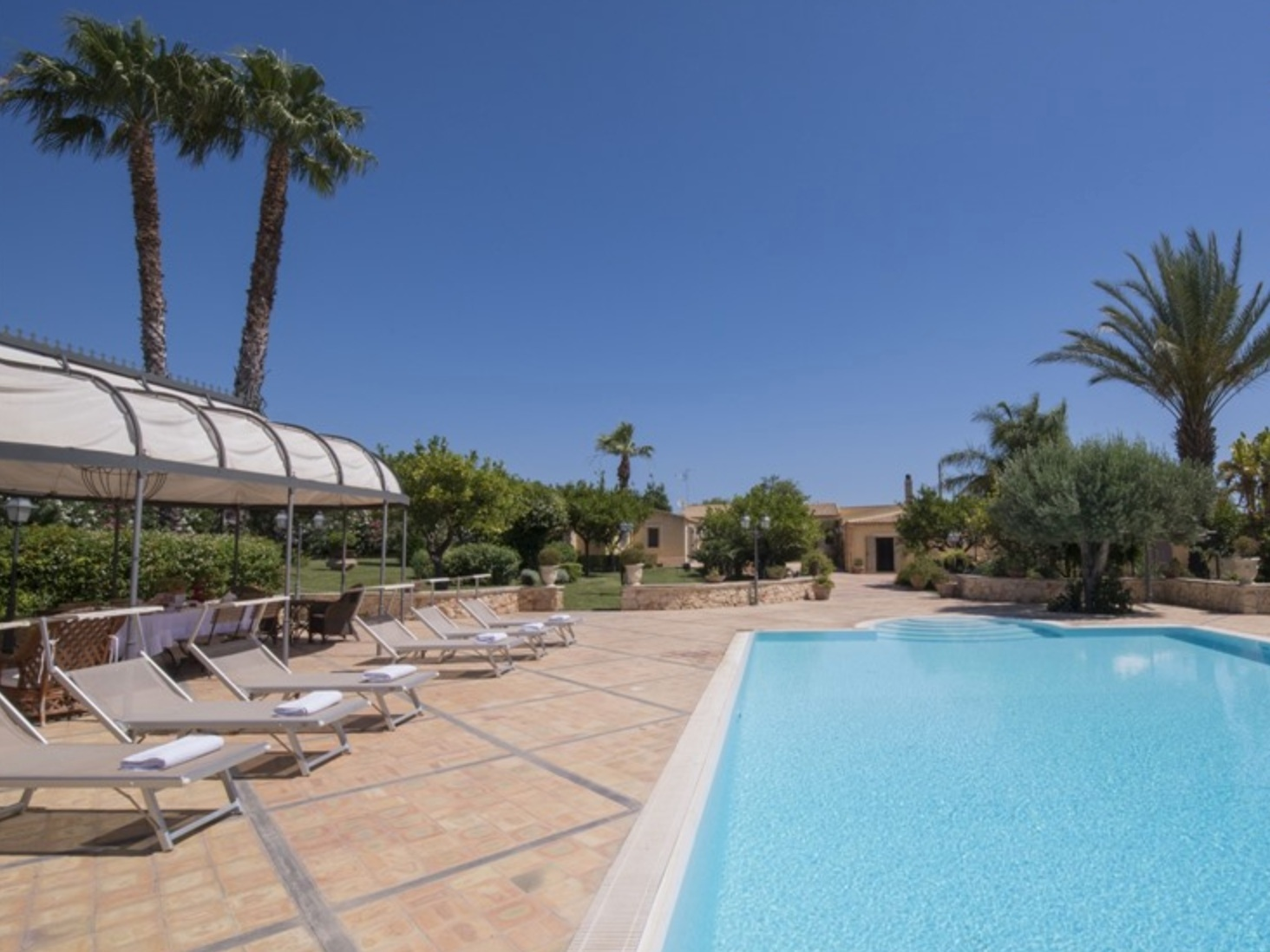 VILLA IN SIRACUSA - CAPROSA - 3 BEDROOMS - 3 BATHWEEKLY PRICE FROM €1,445