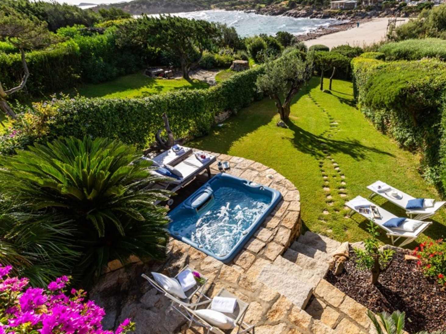 BEACHSIDE VILLA - COSTA SMERALDA - 3 BEDROOMS - 3 BATHWEEKLY PRICE FROM €4,250