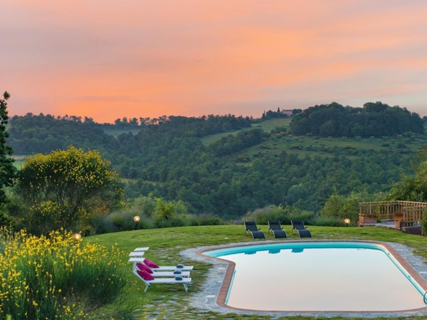 STONE CASALE - CITTÀ DELLA PIEVE - 4 BEDROOMS - 4 BATHWEEKLY PRICE FROM €1,877