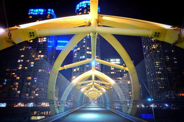 Night shooting 📸 in Toronto this past December. #toronto #nightphotography #canada #rx100v #yellow #bridge #pedestrianbridge