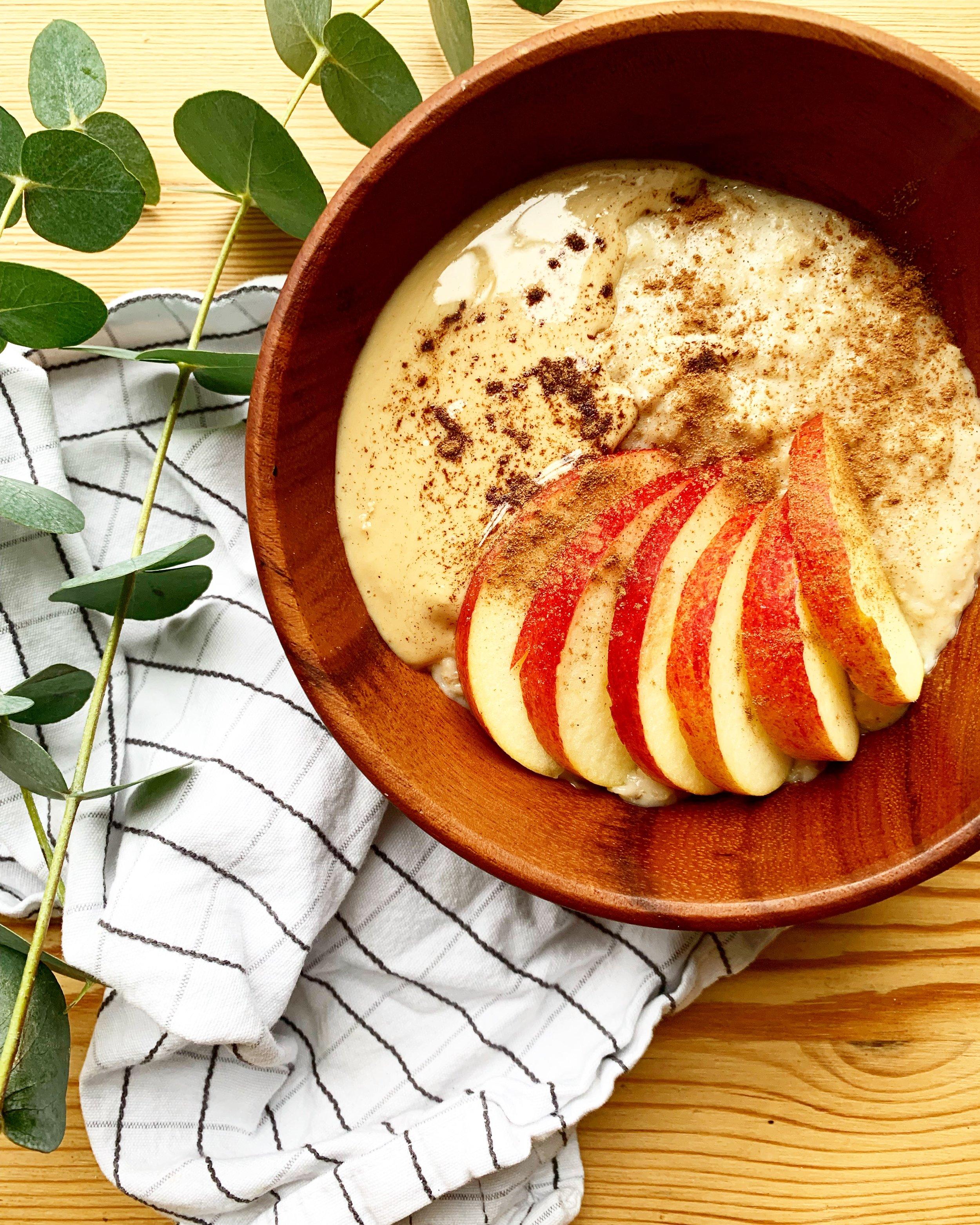PERFECT PORRIDGE - with apple and tahini