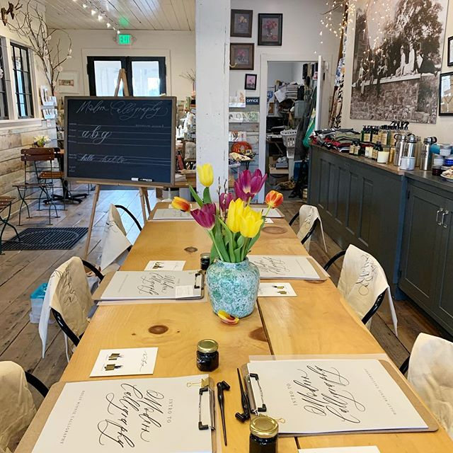 A pretty setting for learning Modern Calligraphy with @hollywinniecalligraphy . Since this class sold out we will be adding an additional one in the future... stay tuned. . . . #moderncalligraphy #calligraphy #penandink #vischerferrygeneralstore #vischerferry #generalstore #countrystore #mercantile #shoplocal #supportlocal #girlsnightout