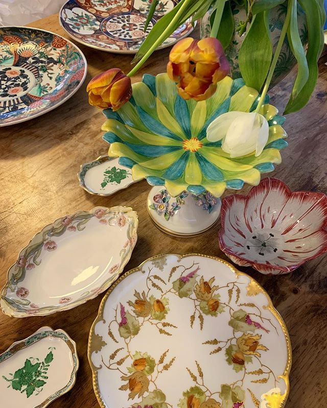 Some pretty new vintage china pieces for the store, perfect for Easter. 💐 . . . #vischerferrygeneralstore #vischerferry #generalstore #vintage #vintagechina #vintageporcelain #springtable #eastertable