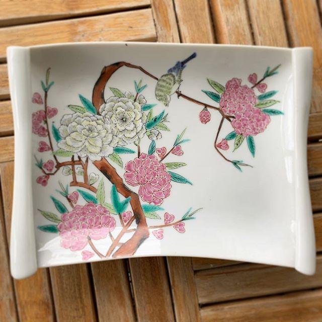 #chinoiserie #springtable #vintagechina #chrysanthemum