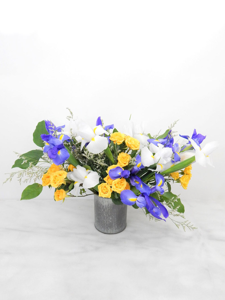 Flower-Arrangement-Iris-Blooms-790.jpg