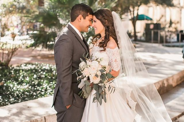 Full Planning - If you are looking for someone to walk alongside you the entire wedding planning process. We will help focus your design, choose vendors, & make sure every detail is taken care of for the big day or weekend!Starting at $4,000.