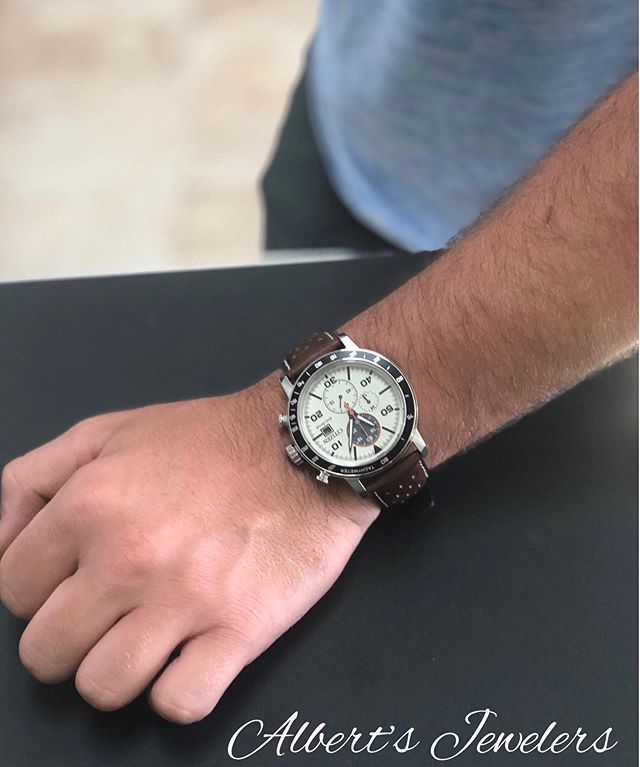 Love these Citizen watches and Dad would too! 🤩  Stop by and mention this post to receive 15% off a gift for dad! 🥳 #albertsjewelers #albertsjewelerskingsland #watches #citizenwatch #fathersday #giftideas #sale
