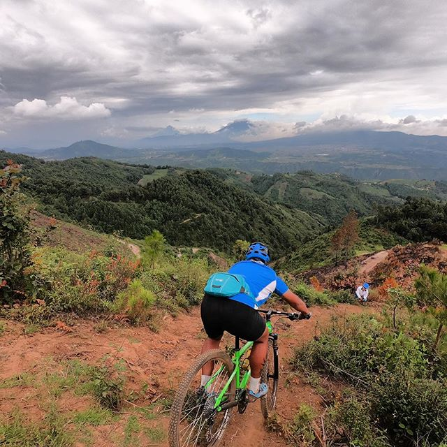 There's some seriously BIG country here in Guatemala. @joshyemma getting off the back on our 3 day ride from Antigua to Atitlan. #antiguatoatitlan #bikeguatemalacom #epicguatemala #oldtownoutfitters #adventureguatemala #konabikes