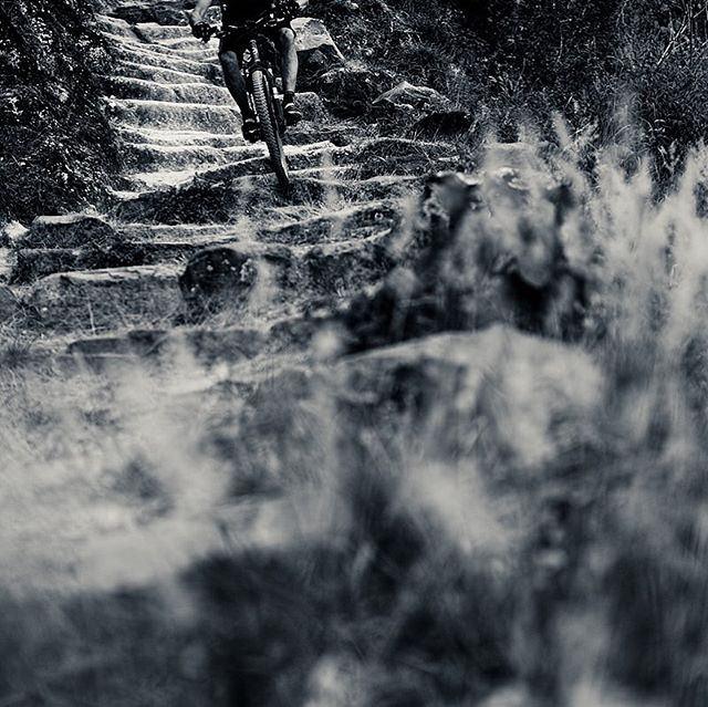 One of the shuttled runs at Lake Atitlan drops us in on the limestone carved stairs etched in by the Maya over centuries of walking this history trade route.  Our rides not only drop in on epic singletrack but put you face to face with this beautiful culture.⠀ #antiguatoatitlan #atitlanenduro #endurolifestyle #bikeguatemalacom #epicguatemala #oldtownoutfitters #antiguabicyclecoop #adventureguatemala #bikemagpod #bikemagmytrail #sustainabletourism #konabikes⠀ ⠀