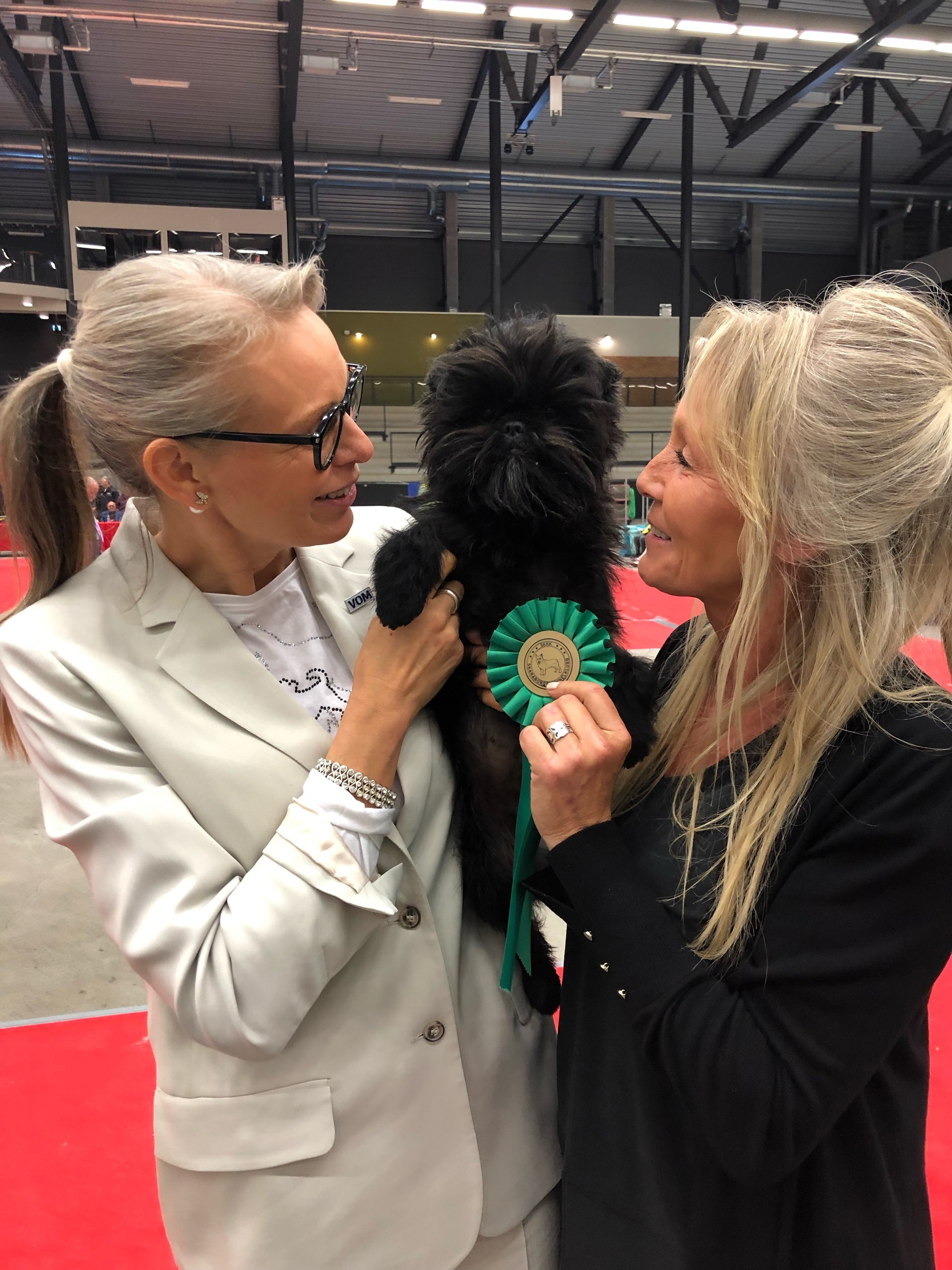 Bosse after groupwin with his breeder and owner Nina Ottosson