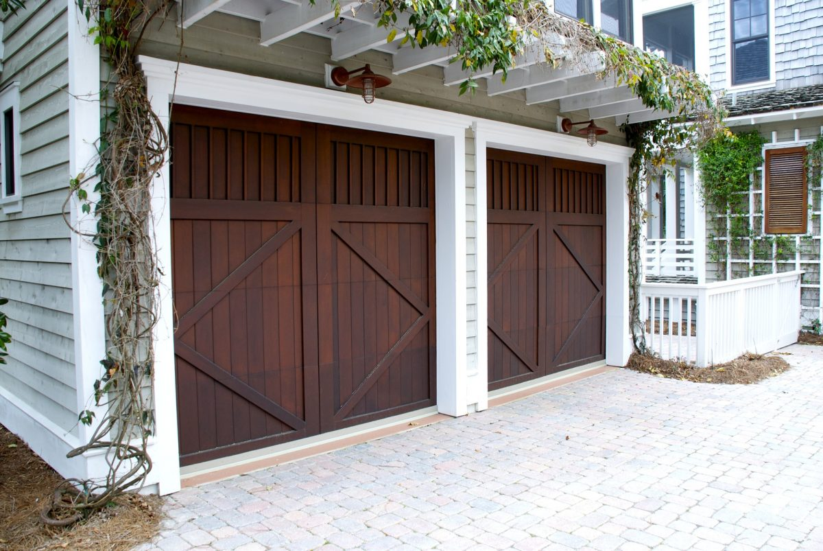 garage-door-2578739_1920-1200x803 (1).jpg