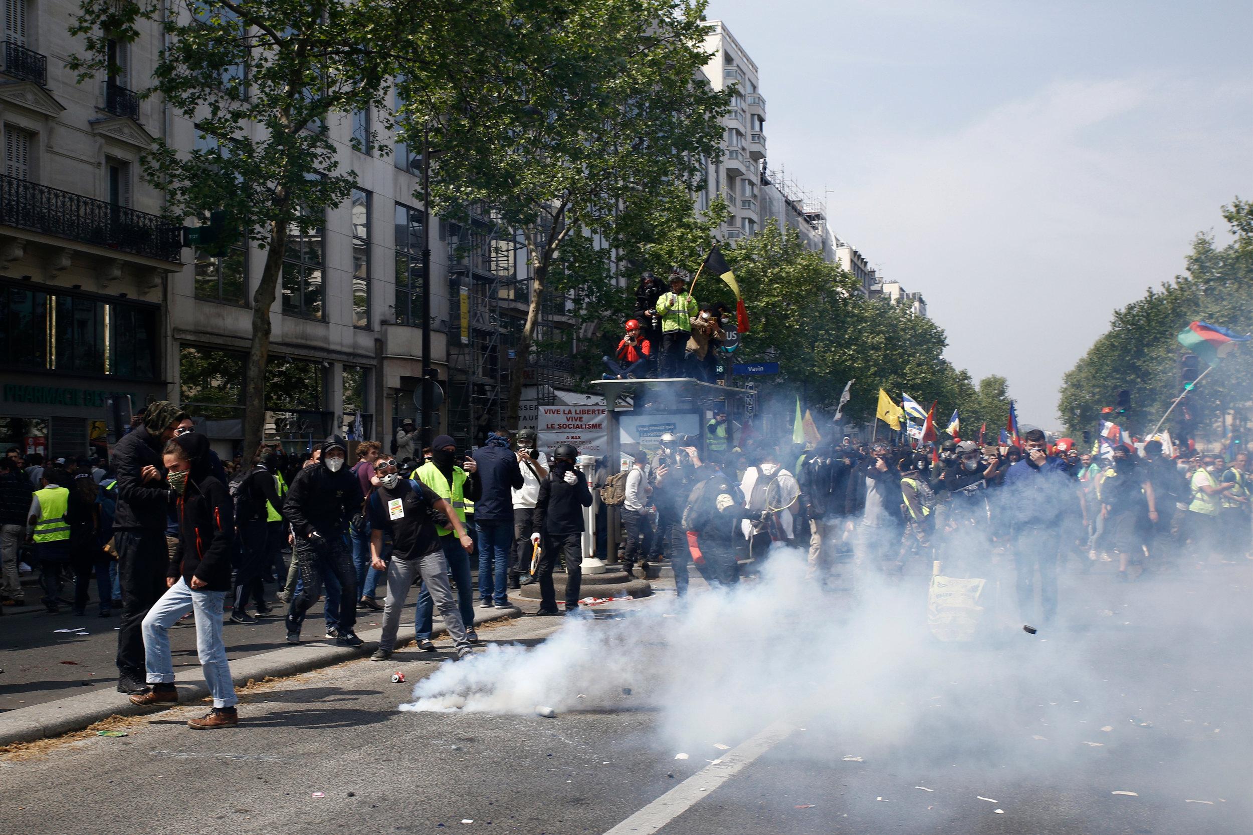 De gule vestene demonstrer i Frankrikes hovedstad. Foto: Alexandros Michailidis / Shutterstock.com