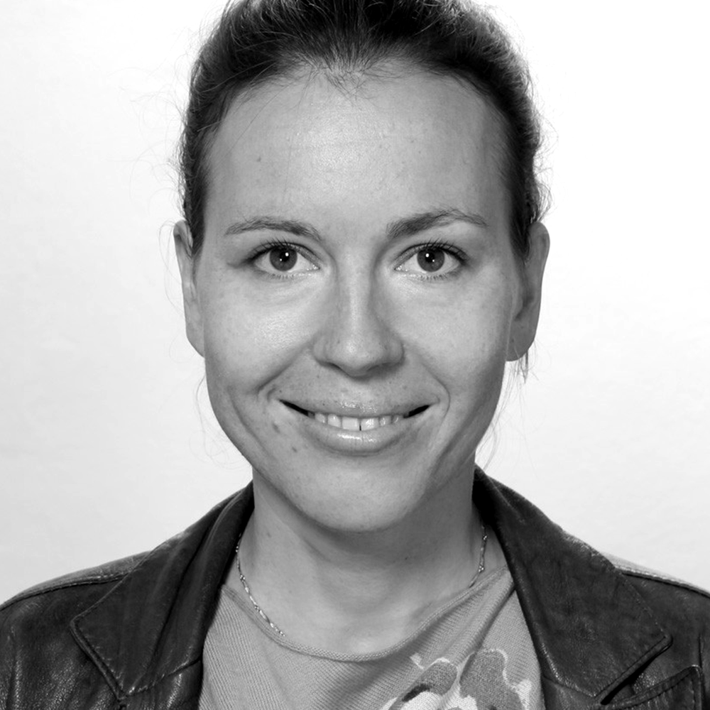 EVA-KRISTINURESTAD PEDERSEN - Eva-Kristin Urestad Pedersen (f. 1981) jobber som frilansjournalist og oversetter i Roma, Italia. Har vært fast spaltist i Fevennen og skriver jevnlig for Minerva og Bistandsaktuelt. Er utdannet historiker og statsviter med korrupsjonsprevensjon som spesialfelt, og har jobbet flere år i FN-systemet.