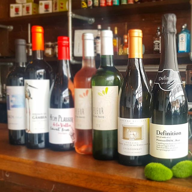 Get your drink on! Finally with our full range of Vegan Prosecco, White, Rose and white wines. Unwind this weekend @twopeasdiner with a glass or two.  #veganwine #veganprosecco #veganbooze #veganweekend #twopeasdiner #veganlondon