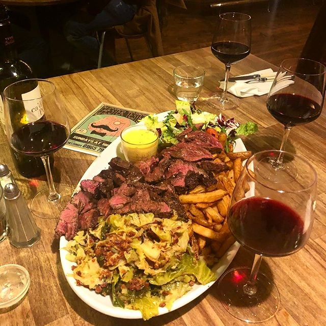 Still drooling over @thechesterarms steak platter we had at the weekend 🤤 one of the most glorious meals in Oxford and just a 10 minute walk from QC! Perfect for lunch? We think so too.